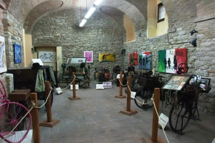 Fabriano: Cycling crafts museum